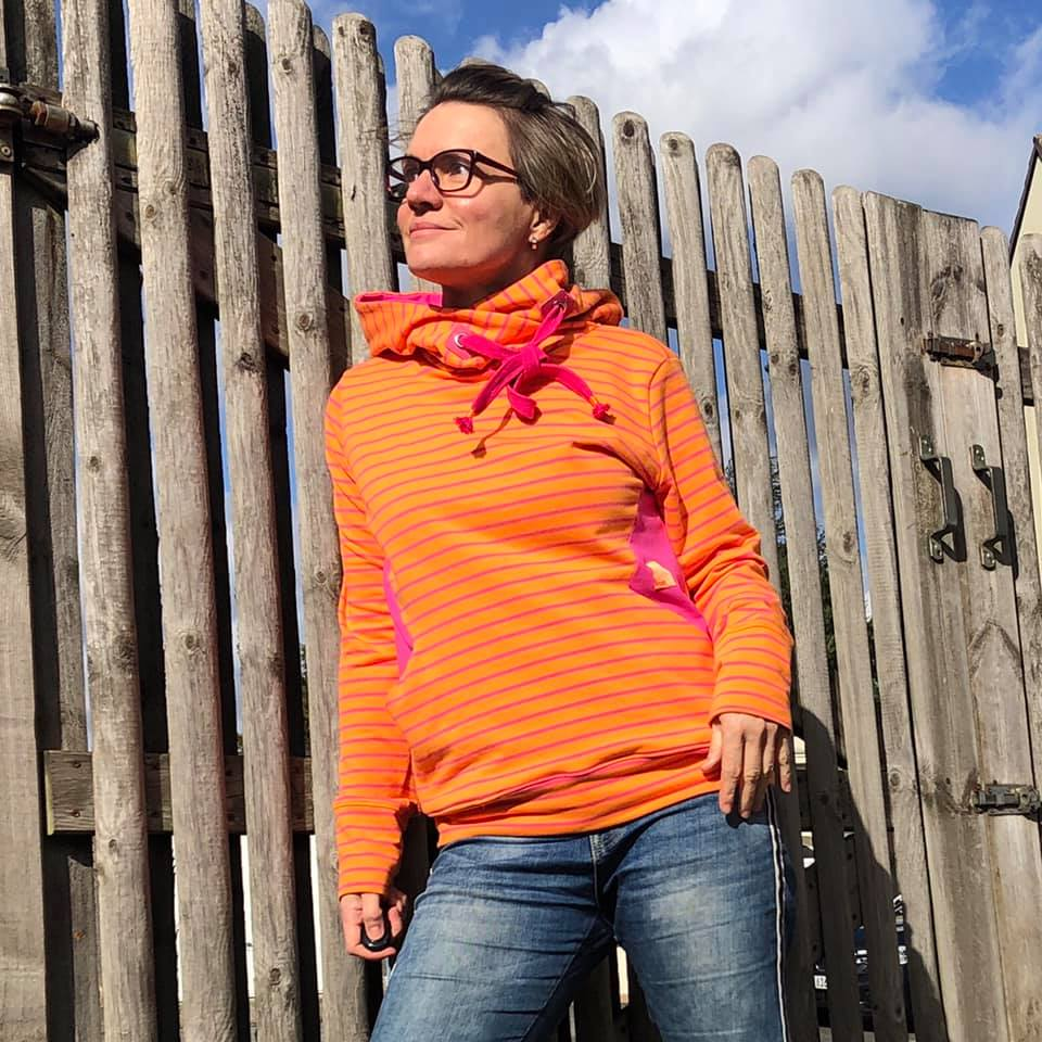 Universal Hoodie Box Orange Pink Stripes 32 - 48